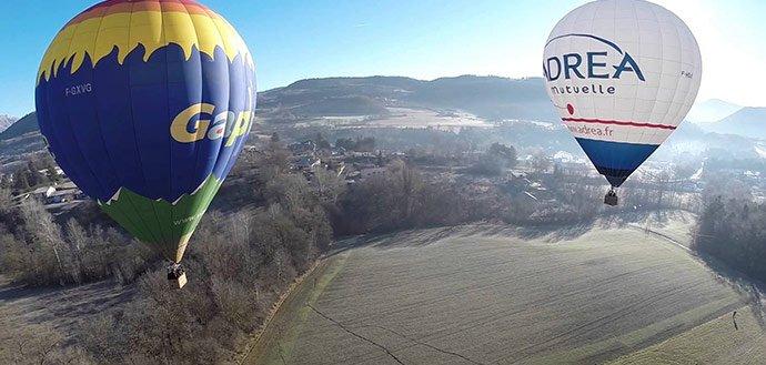 Von en montgolfière dans les Alpes