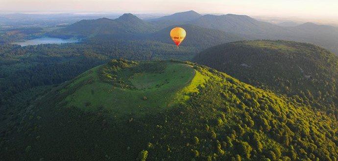 Vol en montgolfière au-dessus des volcans d'Auvergne