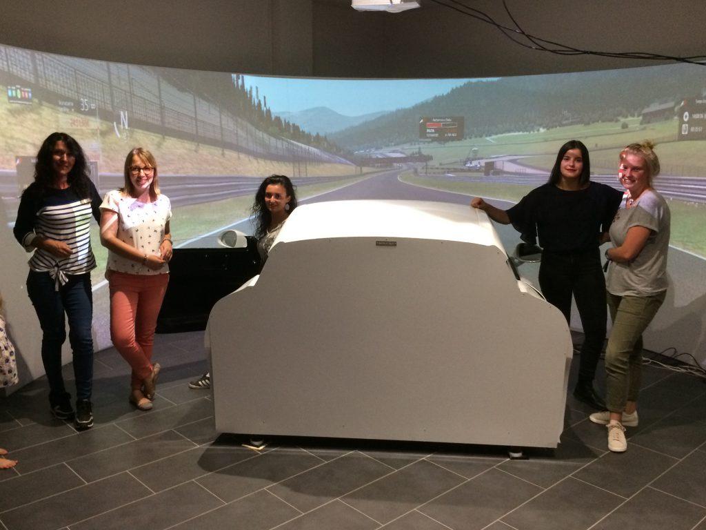 Equipe au simulateur de pilotage