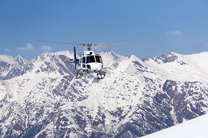 Vol hélicoptère en montagne